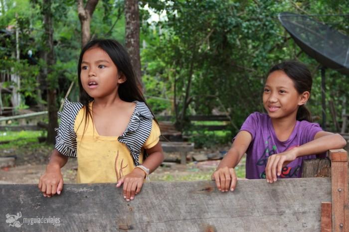 niños en laos
