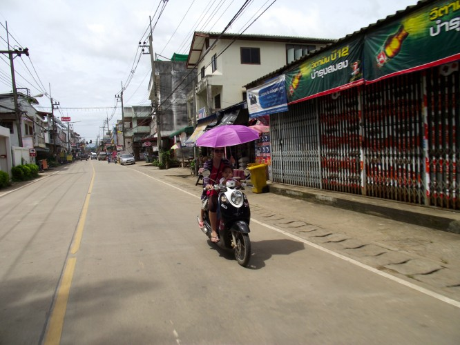 DSCF3721 666x500 Huay Xai y la frontera de Tailandia Laos