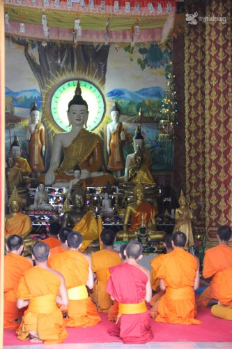 monjes laos