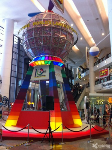 Máquina de chicles gigante en Kuala Lumpur.