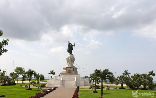 Monumento e Vasco Nuñez de Balboa, primer europeo en ver el Pacífico.