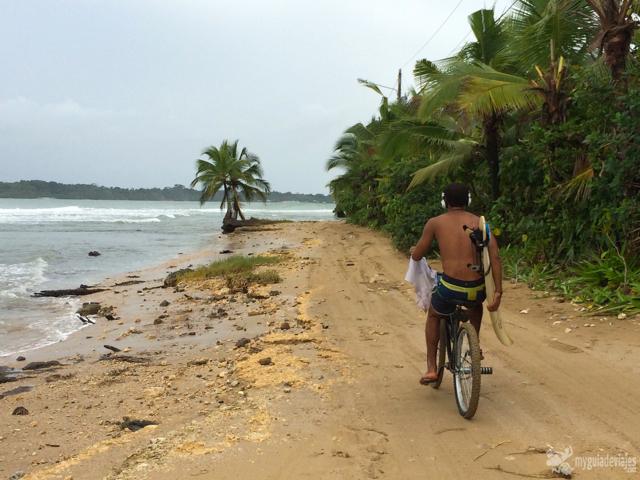 Surfero en Bocas del toro