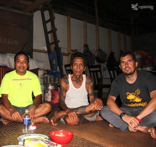 Con la tribu iban de Borneo