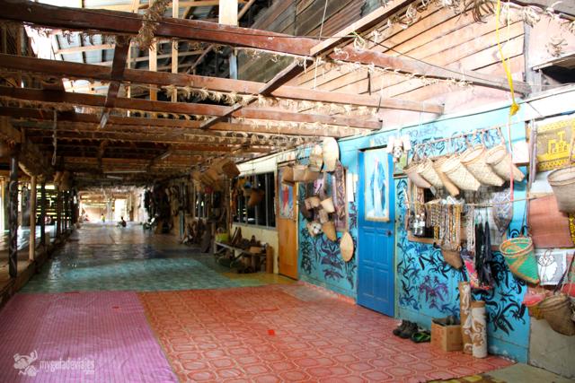 Longhouse o casa lraga de la tribu iban