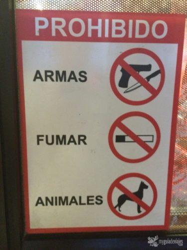Cartel en supermercado, Panamá.