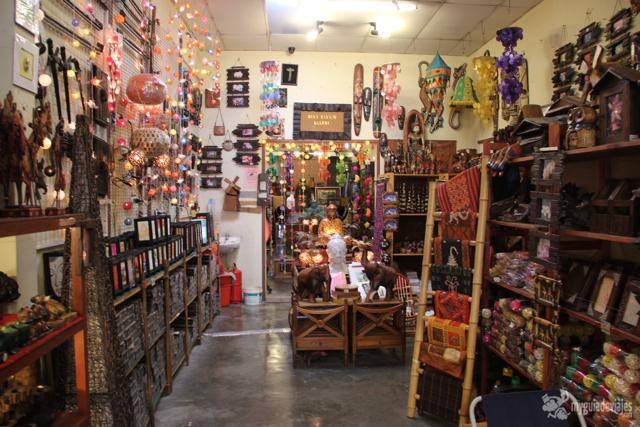Interior de tienda de souvenirs