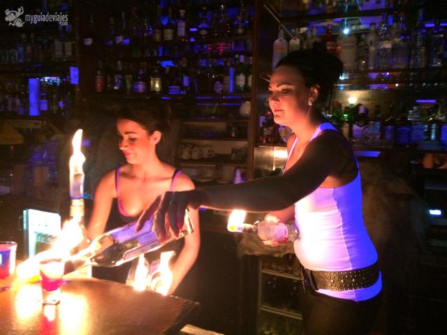 Las camareras de Coyotes jugando con fuego...
