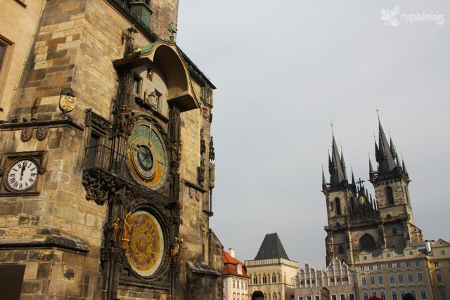 El mágico reloj astronómico y la catedral de Tyn.