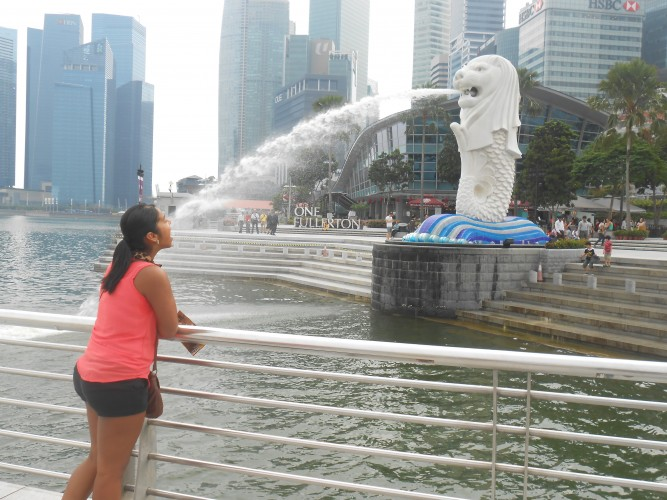 Foto- chorra típica con el Merlion, el símbolo de Singapur.