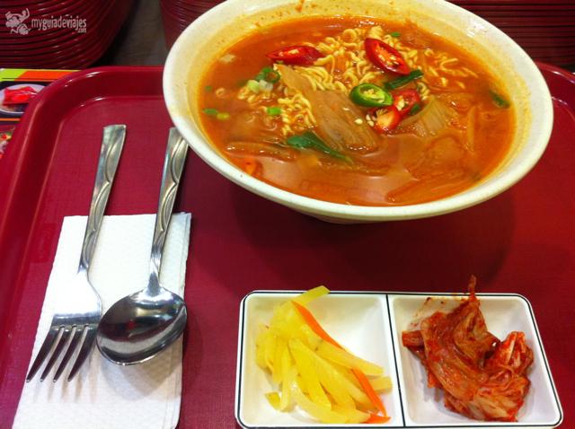 Ramen coreano con kimchi