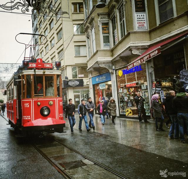 Tranvia en la calle Istiklal.