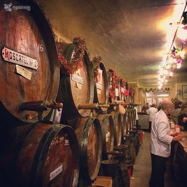 Barricas de vino de Málaga en Casa del Guardia.