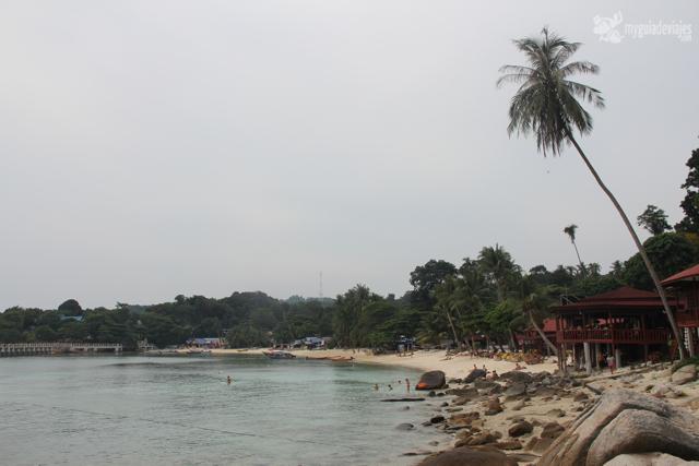 Coral beach en la isla pequeña ( kecil)