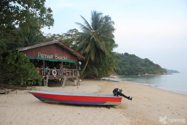 Petani beach en la isla pequeña