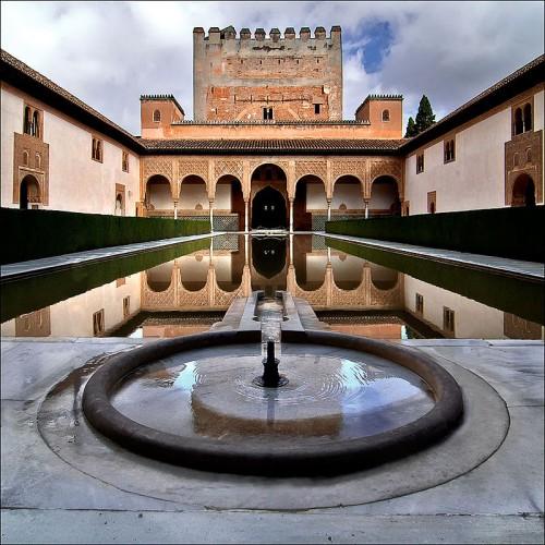 Palacio de Comares, Alhmabra. wikipedia.