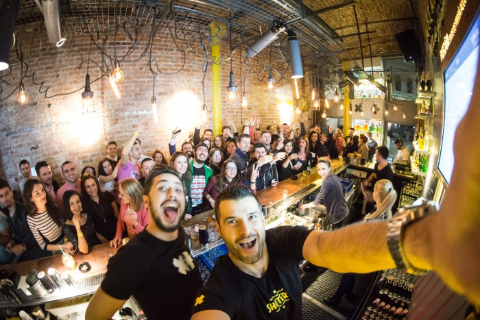 Mucha fiesta en Bucarest. Foto de Alin Popescu.