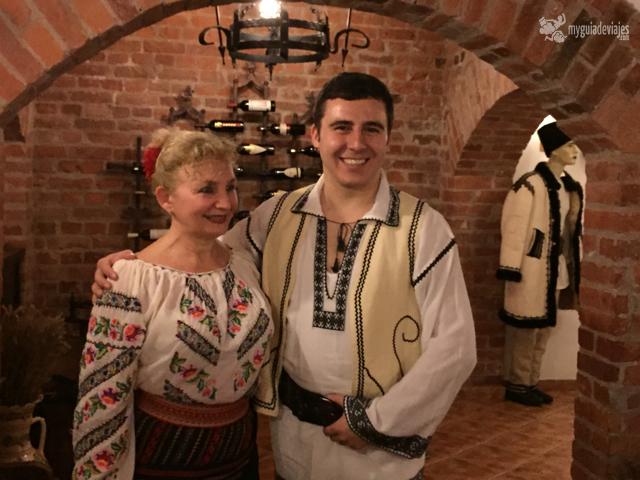 bailarines en el restaurante Vartra