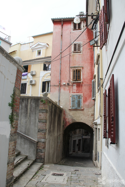 Callejón abovedado de Piran