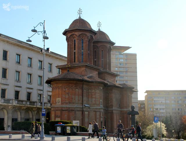 iglesia ortodoxa en la plaza de la revolución