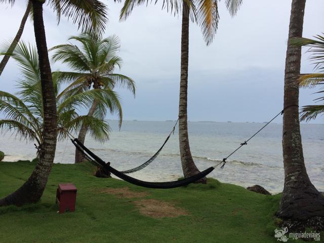 Entre snorkel y hamaca pasa el tiempo lentamente en San Blas.