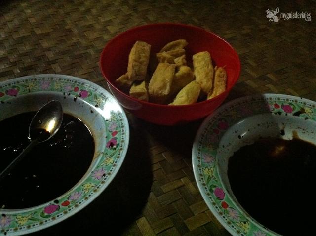 Tofu y salsa de soja, el aperitivo iban.