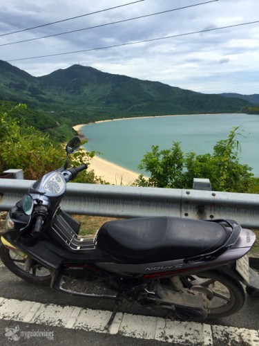 Mi moto en las afueras de Danang.