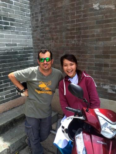 Con la simpática guía Huong