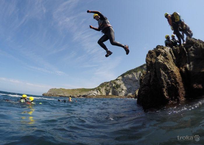 Salto al agua. Imagen de Troka avenrturas.