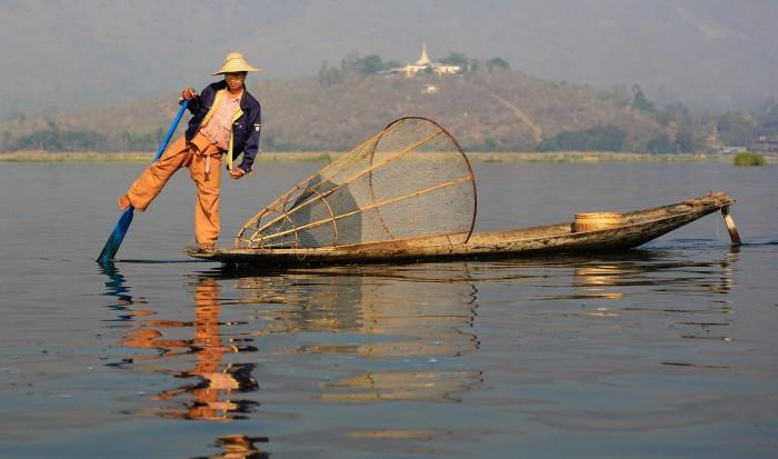 Pescador en el Lago Inle. Wikipedia.org