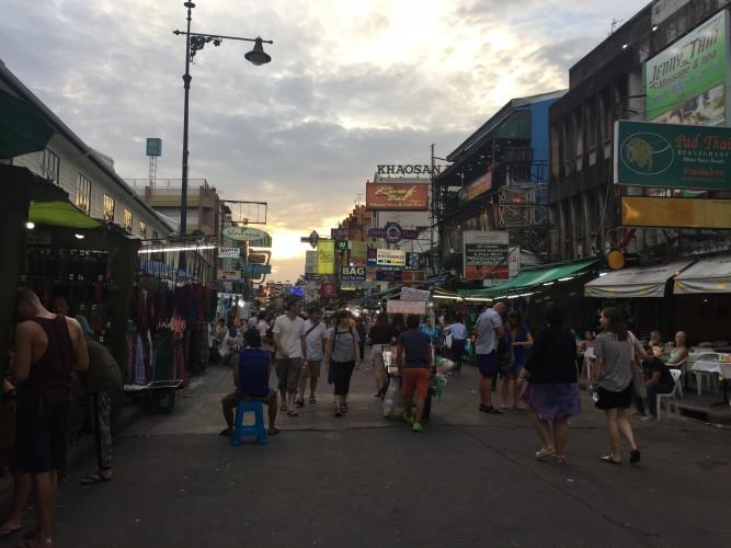 Khao San Road, zona mochilera.