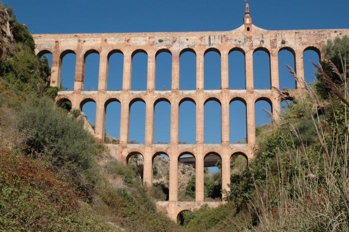 Para llegar a Maro se pasa por el acueducto del águila. Imagen:wikipedia.