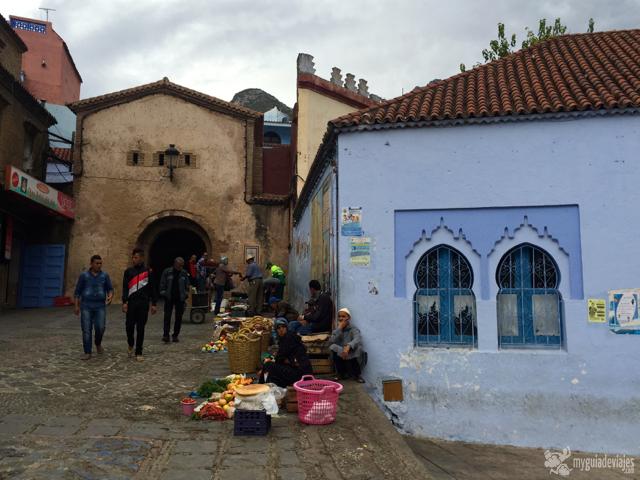 Murallas y puerta de entrada a la medina