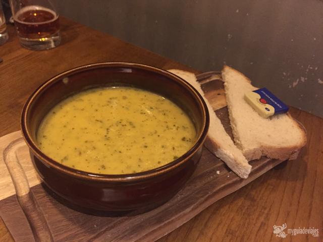 Riquísima y calorífica sopa del día.