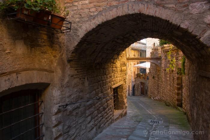 italia-umbria-gubbio-via-galeotti-2