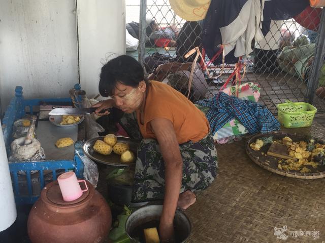 mujer birmana