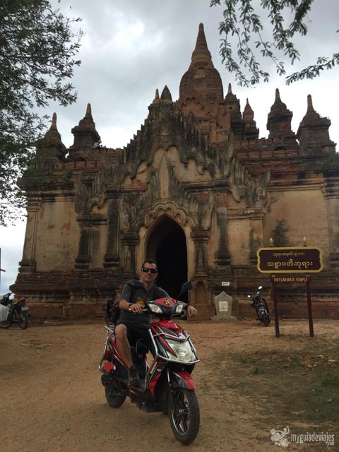 Las motos eléctricas son ideales para moverse por Bagan.