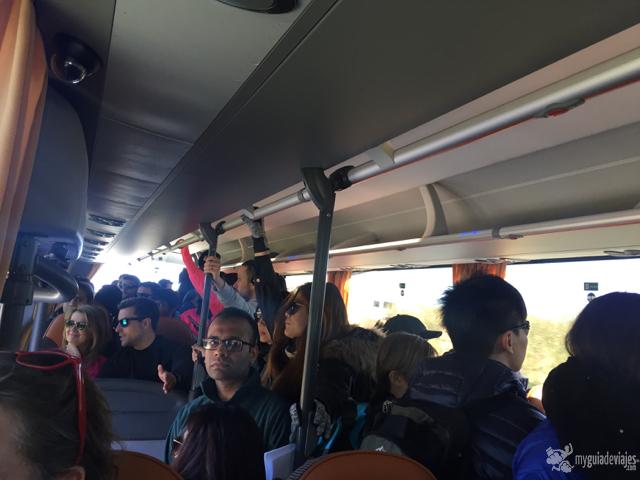 Mal lo de meter a 100 personas en un bus...