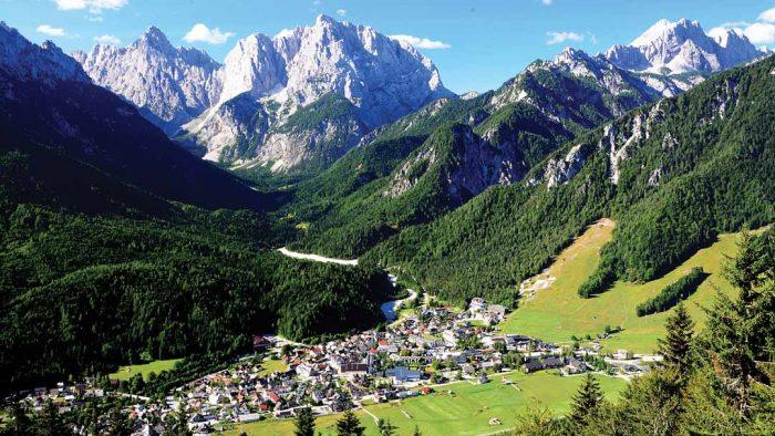 Kranska Gora enclavado en un lugar idílico. Wikipedia.