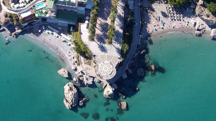 Balcón de Europa desde el aire. Imagen de www.dronestagr.am