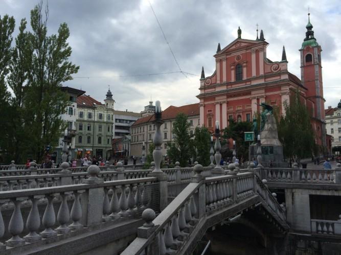 Iglesia francisca y puente triple