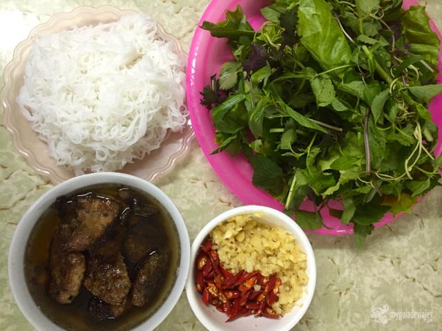 Bun cha, una de las especialidades de Hanoi