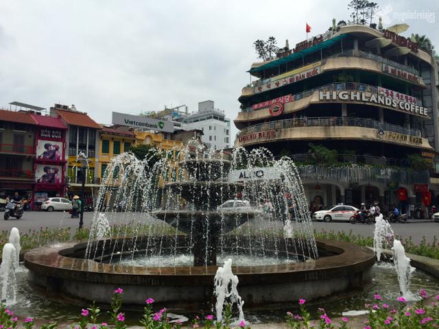 Plaza cerca del Lago Hoan kiem