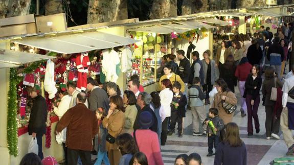 Puestos navideños en el Parque de Málaga. Magen de Sur.es