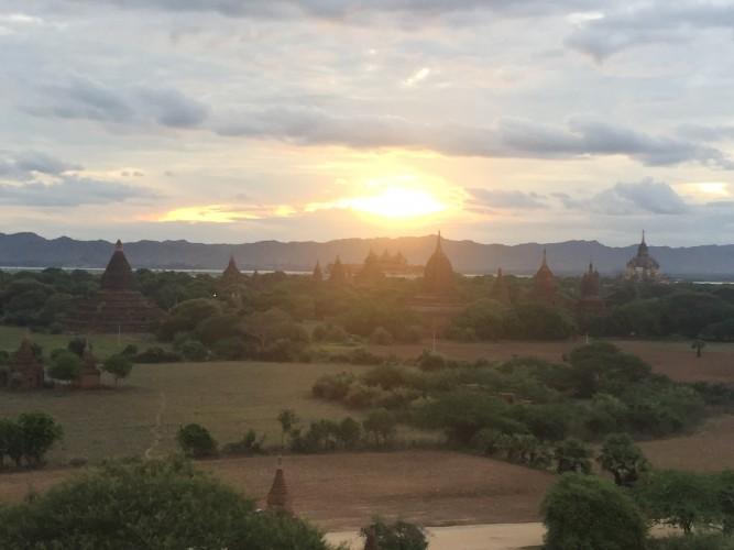 Atardecer en la Shwesandaw Pagoda