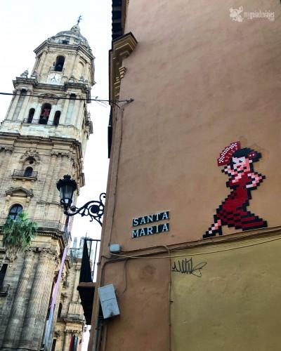 Obra de invader junto a la Catedral