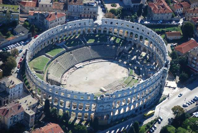 El anfiteatro desde el aire. https://www.flickr.com/photos/croatiavillasonline