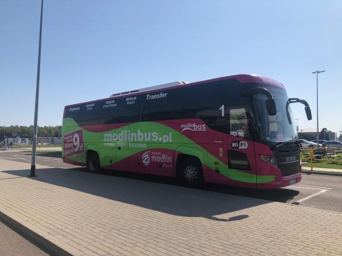 Bus del centro al aeropuerto de Modlin- Varsovia