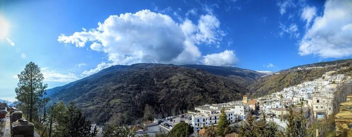 Pampaneira y Sierra Nevada. wikiedia.org