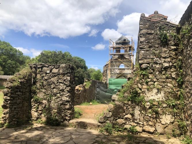 Iglesia destruida de La Sauceda